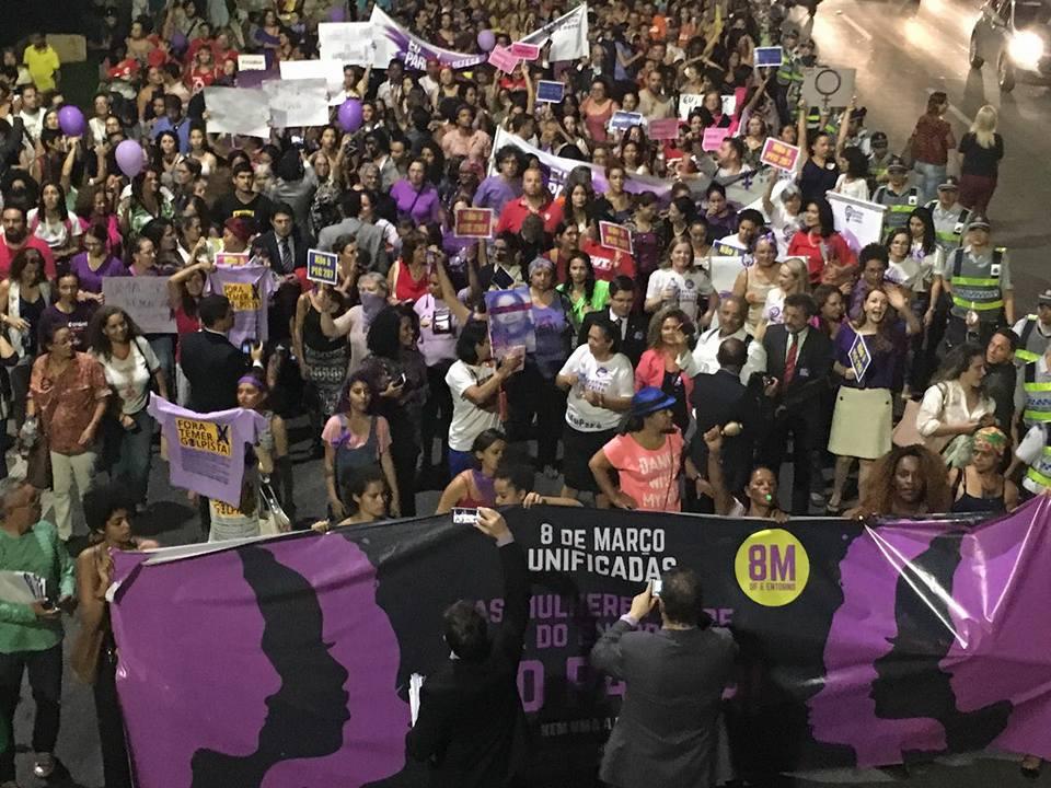 Milhares de Mulheres foram às ruas em Brasília